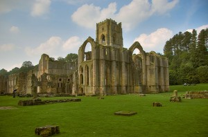 640px-Fountains_Abbey,_North_Yorkshire