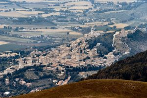 1280px-assisi-from-subasio